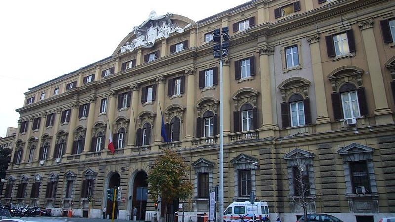 Italy sells 3.75 bln eur short term BTp bonds at auction