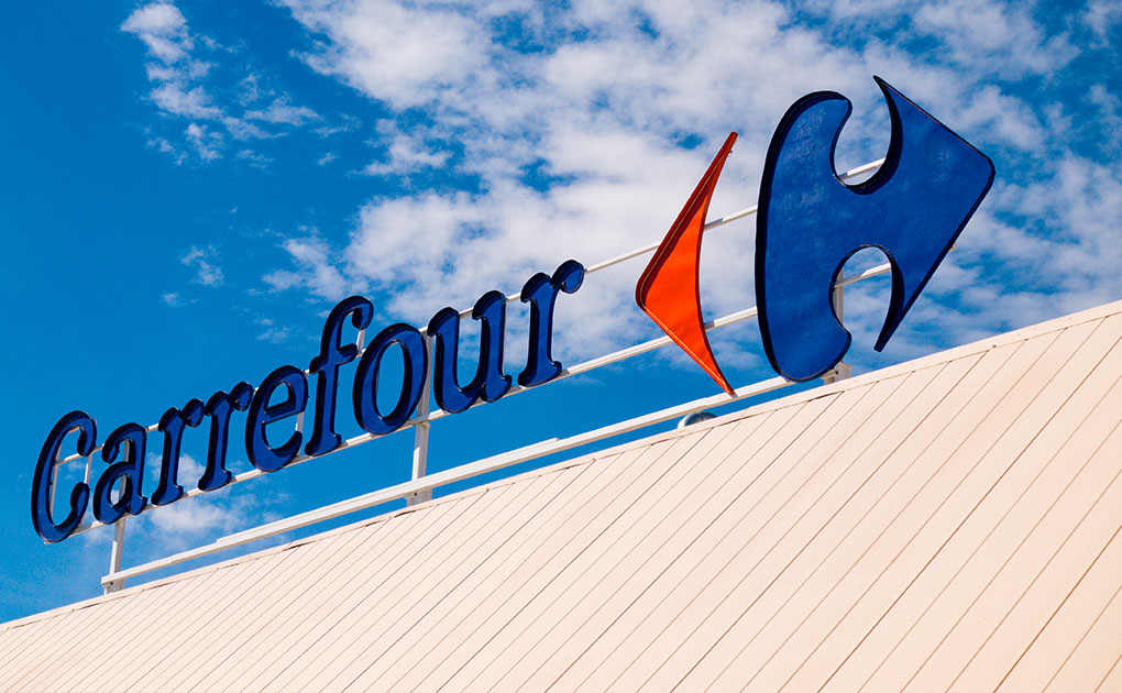 Arnault to sell Carrefour stake after 14 years. Stock plunges on the Paris Stock Exchange